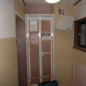 ユニットバスドア枠の設置・壁造作